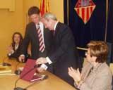L'alcalde ha fet entrega d'un recordatori de la ciutat al president murcià