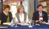 L'alcalde Lluís Recoder, la regidora de Serveis Personals, Àngels Ponsa, i la directora del Centre Cultural, Àngels Seix, a l'acte de presentació de la nova biblioteca
