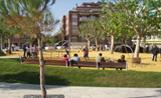 La nova plaça compta amb diferents espais de joc, descans i zona verda