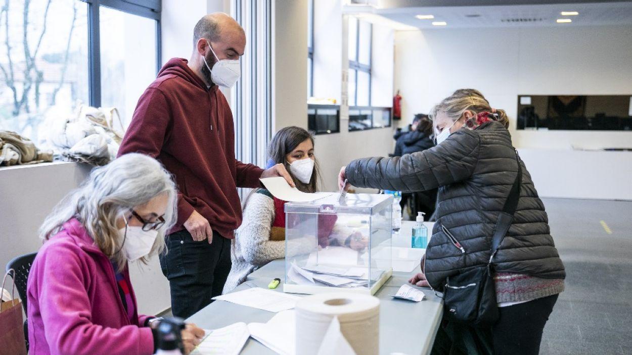 Un moment de votació a Sant Cugat / Foto: Lali Puig