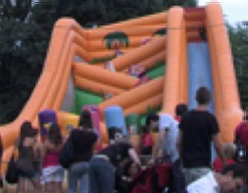 El racó infantil atrau els petits a la festa