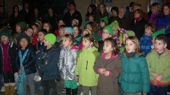 Els infants de les corals del Pins del Vallès han visitat Cugat.cat