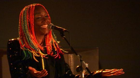 La veu de Lucrecia embolcalla cançons d'ara i de sempre al Teatre-Auditori