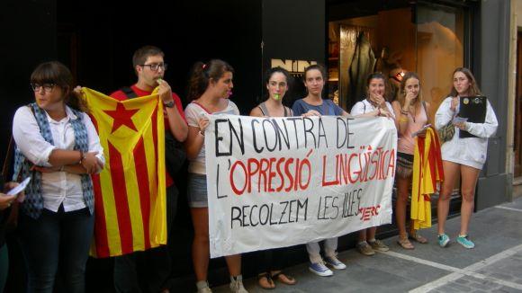 Les JERC porten davant la seu del PP la protesta per la política lingüística de Bauzá