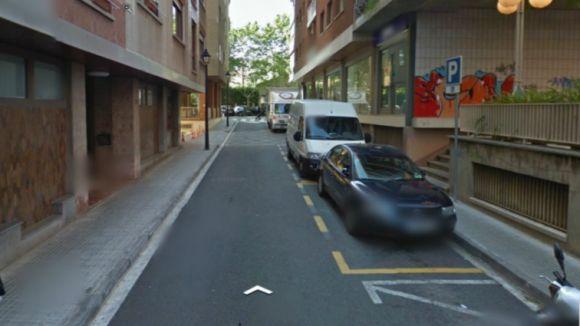 Un tram del carrer de Girona queda tallat al trànsit a causa d'unes obres