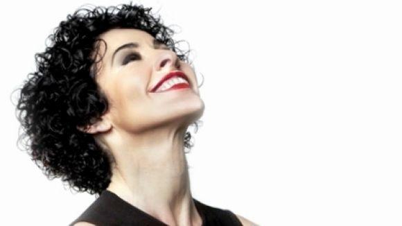 La cantant Nina repassa la seva trajectòria musical en un llibre