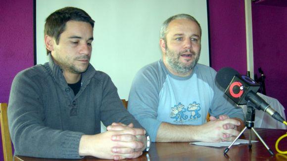 El militant de la CUP Jordi López amb el regidor Guim Pros