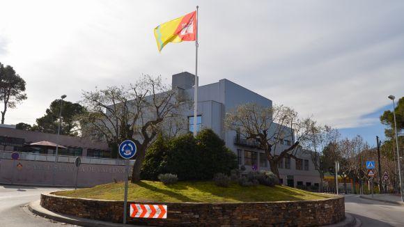 Valldoreix llueix bandera a la plaça de la Casa de la Vila