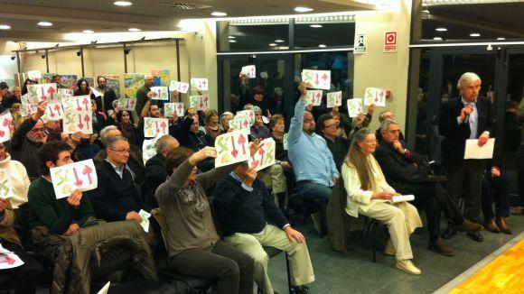 Més de 100 valldoreixencs protesten per revertir l'estudi de mobilitat de Valldoreix