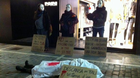 Hora Bruixa protesta contra la nova llei de l'avortament davant la seu del PP