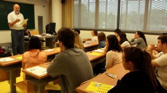 Tres famílies demanen a la Generalitat una educació  amb més castellà a les escoles