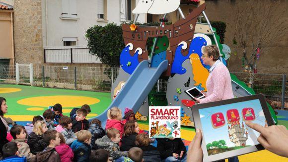 Un parc infantil inspirat en contes clàssics s'ubica per un dia a la plaça del Rei