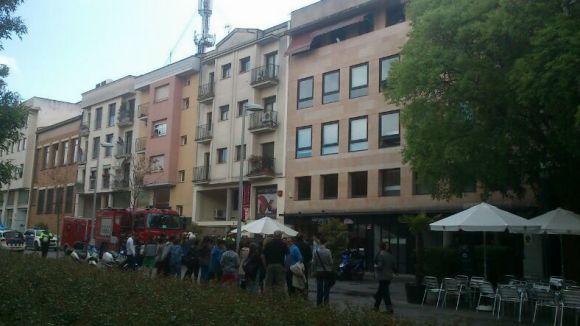 Un foc a la pizzeria Margherita obliga a desallotjar els veïns durant dues hores