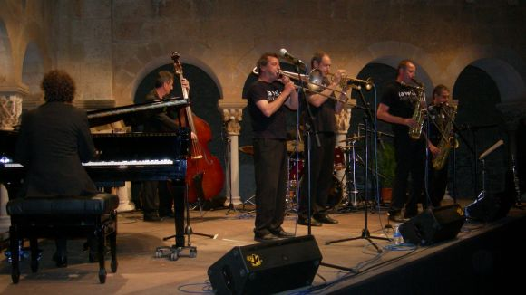 El Claustre del Monestir s'impregna del jazz de La Vella Dixieland i Marian Bahona