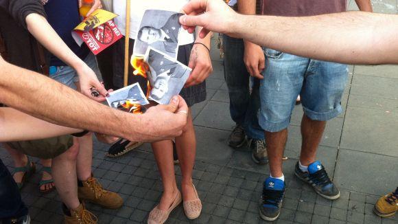 L'esquerra independentista crema imatges de Felip VI