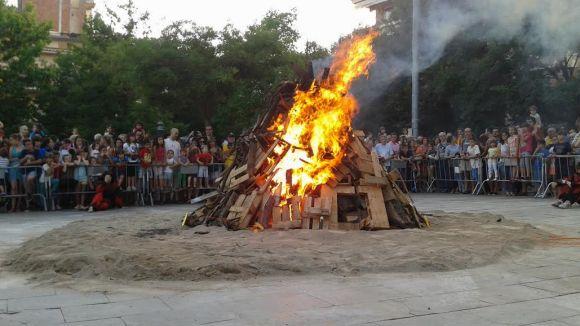 La Flama del Canigó ha encès la foguera de Sant Joan