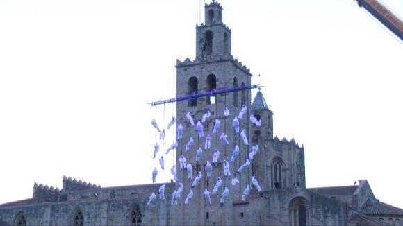 La Fura dels Baus i el Grup Catalònia omplen la plaça del Rei amb 'Dreams'