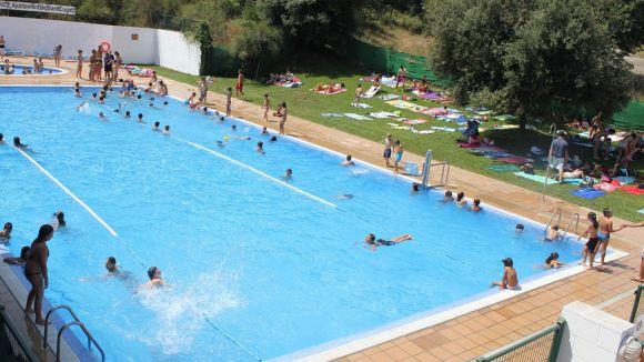 Les piscines municipals escurcen mitja hora el seu horari durant l'agost