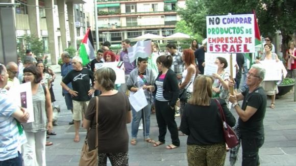 La plaça dels Quatre Cantons clama contra Israel i la 'complicitat' de la Generalitat