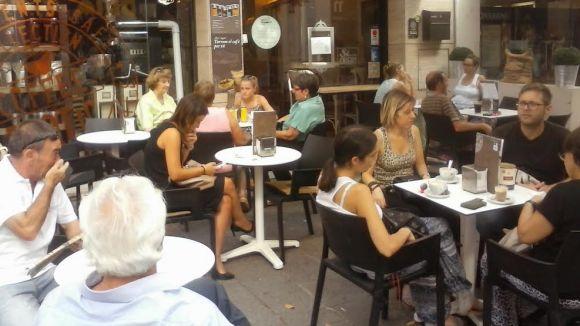 Fluix primer tram d'estiu per a les terrasses de bars i restaurants