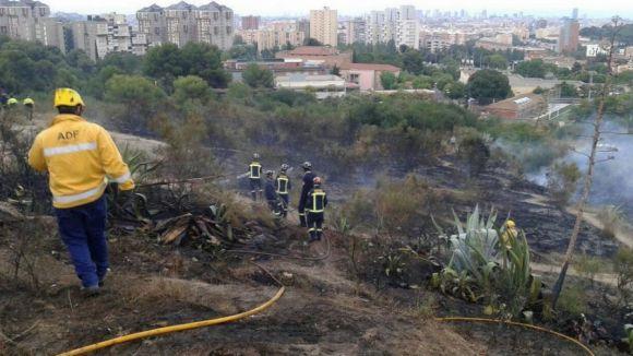 L'ADF participa en l'extinció d'un incendi al barri barceloní d'Horta
