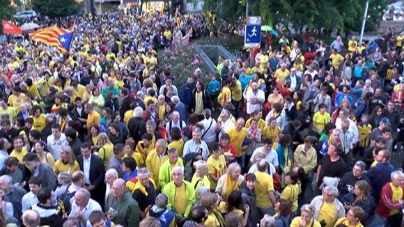 Més de 2.000 persones es concentren a Sant Cugat a favor de la consulta