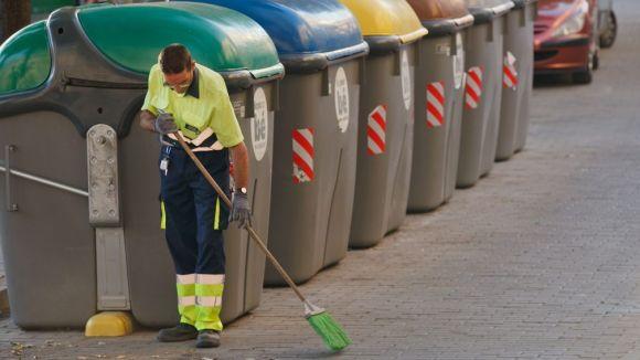 L'Ajuntament reforça els equips de neteja viària per la caiguda de fulles