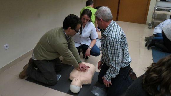 Professors de secundària aprenen reanimació cardiopulmonar a la UIC