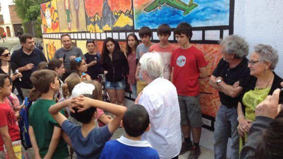 'Mural de vida' uneix nens, joves i grans en un taller de trobades intergeneracionals