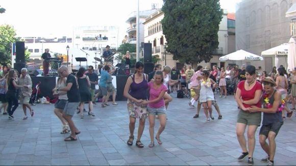 El 'Solstiswing d'estiu' se celebra amb ball a la plaça Can Quitèria