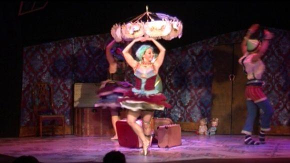 L'espectacle de dansa 'Zaquizamí' omple d'il·lusió el Teatre de Mira-sol