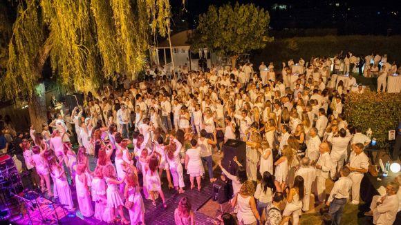 La Nit Solidària en Blanc recull 1.000 euros per a l'Associació Catalana per al Parkinson
