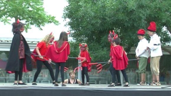 Els personatges d''Els Pastorets' arrenquen una Festa de Mira-sol a la qual tothom sucumbeix