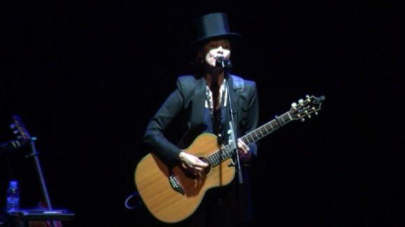 Suzanne Vega repassa les seves velles i noves cançons per tancar la temporada del Teatre-Auditori