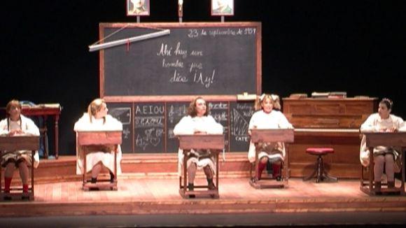 La mirada al franquisme d''El Florido Pensil Nenes' omple el Teatre-Auditori en la primera funció del curs