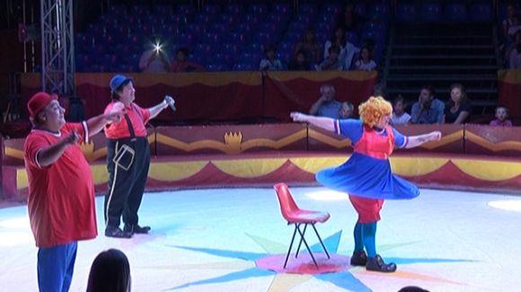 Els pallassos i els personatges animats de la televisió enlluernen el públic al Circ de Catalunya