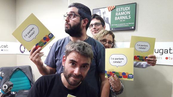 L'equip del professor Ruiz-Trillo amb el llibre 'I si parlem català?'