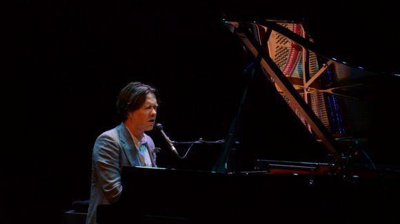 Rufus Wainwright ha portat una proposta musical en acústic / Foto: Jordi Garcia - Localpres