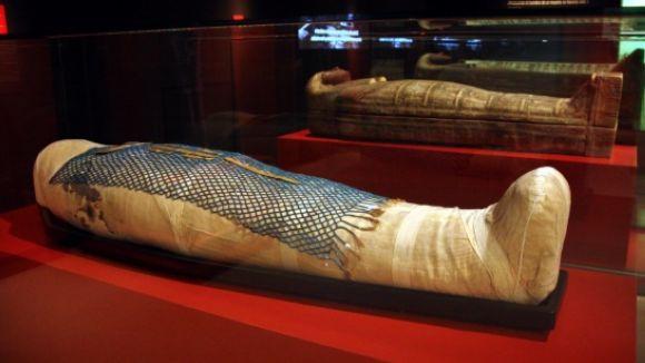 La mòmia del sacerdot de Tebes Ankhhor, amb els tres sarcòfags on ha estat guardada durant més de 2.000 anys / Foto: ACN