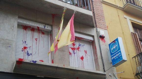 Apareixen de nou pintades a la façana de la seu del PP