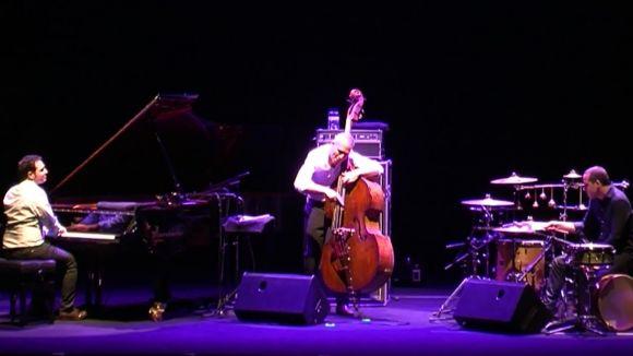 El contrabaix de l'Avishai Cohen Trio omple el Teatre-Auditori