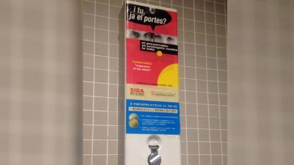 Sant Cugat estudiarà la instal·lació de màquines de preservatius als centres de secundària