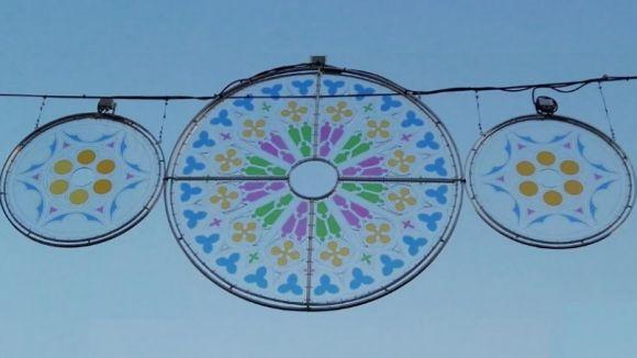Sant Cugat estrena llums de Nadal inspirats en el rosetó del Monestir