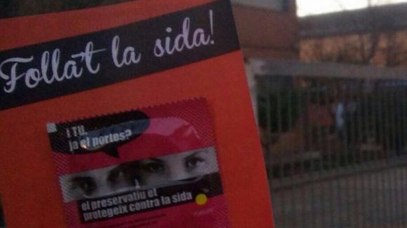 Les JERC reparteixen preservatius i informació als instituts públics en el Dia Mundial contra la Sida