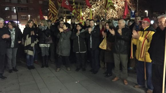 Prop de 150 santcugatencs es manifesten davant l'ajuntament en suport al regidor de Vic Joan Coma