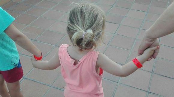 7.000 infants de Sant Cugat ja tenen la polsera identificativa que reparteix Protecció Civil