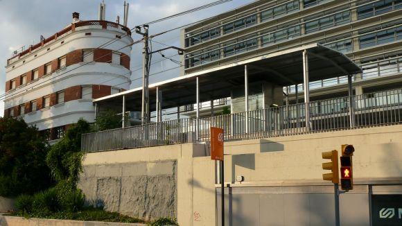 A l'esquerra, l'edifici històric de l'estació de Mira-sol / Foto: Bernat Borràs - Trenscat