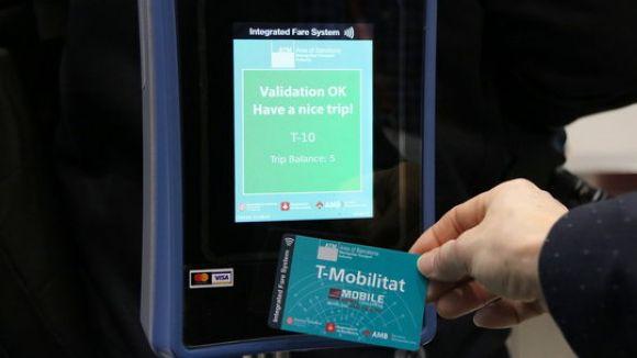 La T-Mobilitat permetrà pagar el bitllet amb el mòbil i el preu dependrà dels viatges que es facin