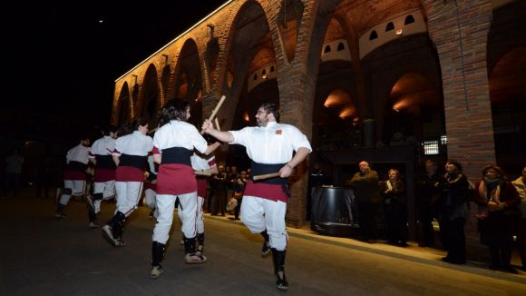 Els Bastoners agraeixen a la Penya Regalèssia la recuperació del ball de bastons