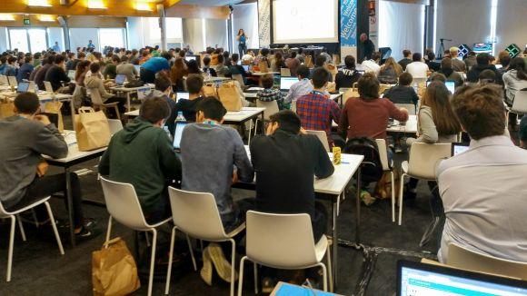 325 estudiants competeixen en un HP CodeWars que incrementa la participació femenina